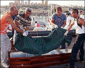 recupero cadavere di migrante dopo naufragio